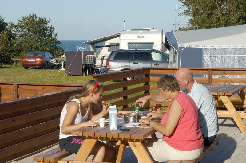 camping feriepakker - Spisning i solen