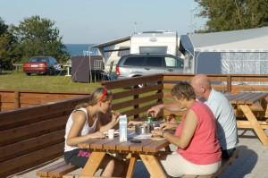 campingplads med wifi - Spisning med havudsigt