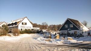 vintercamping i nordjylland - Indgangen dækket i sne