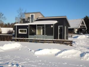 hytte om vinteren